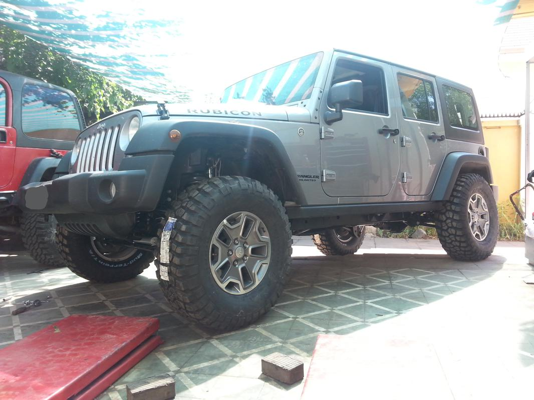 "Jeep Wrangler JK Unlimited RC 3,5"" y BF Goodrich Km2 315 ..."